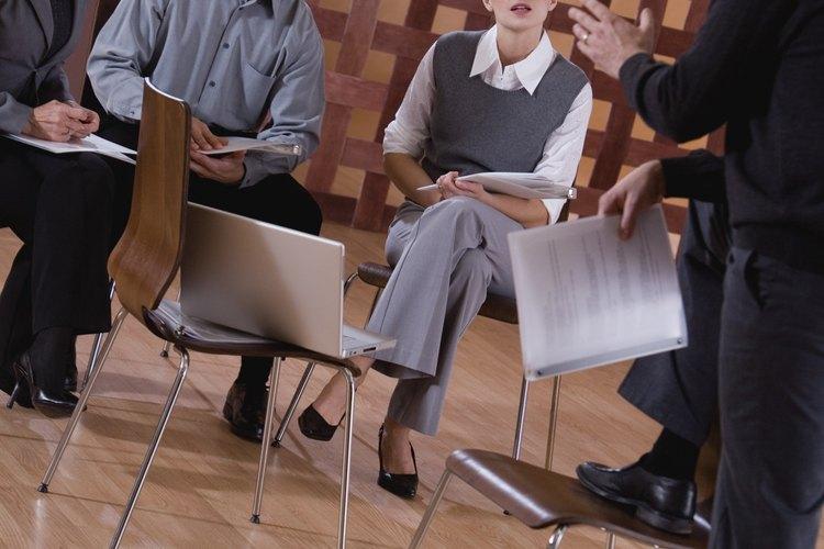 Los seminarios requieren de participantes que aborden un tema a través del debate.