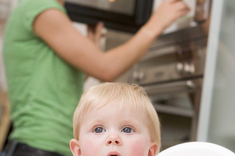 Ajusta tu aire acondicionado para mantener al bebé fresco mientras esté en interiores en los días calurosos de verano.