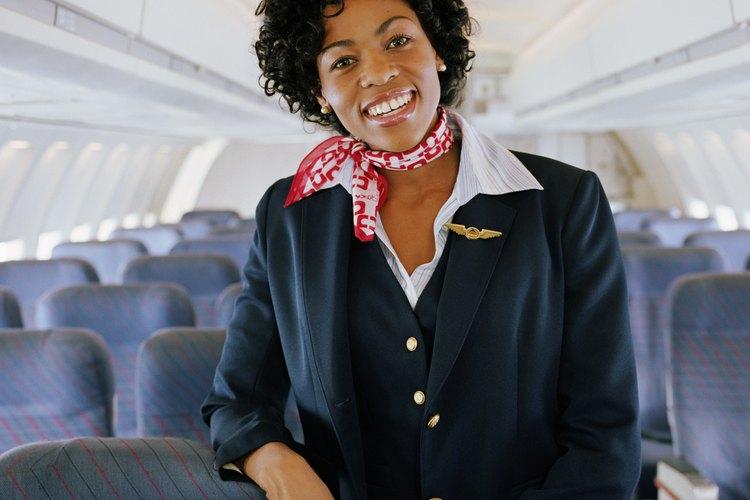 Las azafatas de aire deben exhibir una actitud calmada y amigable.