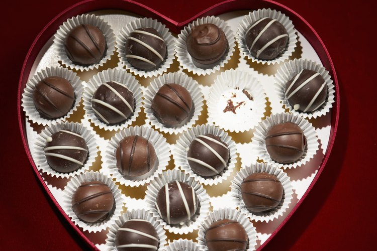 Una aficionada puede aprender a hacer chocolates de aspecto profesional.