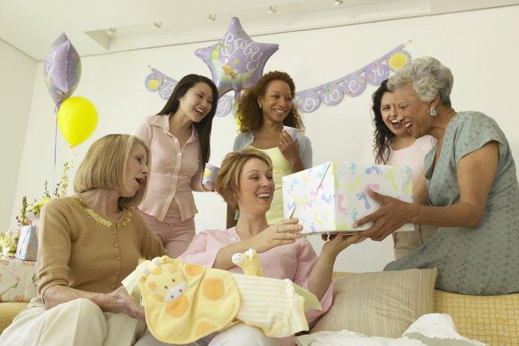 Sorprende a la mamá con tu regalo en efectivo para aliviar el estrés en su baby shower.