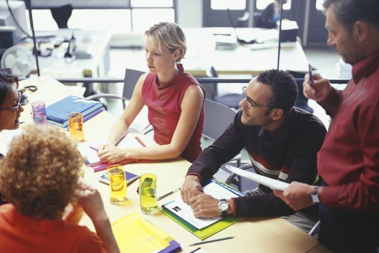 Ventas y Mercadotecnia es el intermediario entre el cliente y el departamento de Producción en una empresa.