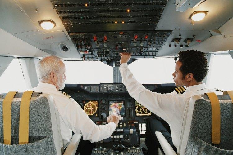 Los pilotos de aerolíneas de línea.