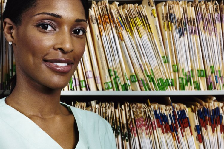 Los higienistas dentales también deben obtener una licencia estatal.
