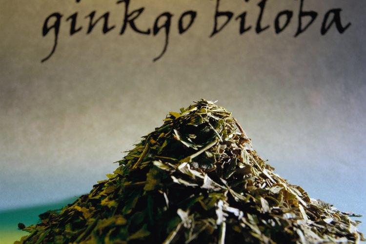 El Gingko y el ginseng son hierbas naturales que actúan como estimuladores cognitivos y mejoran la circulación sanguínea en el cerebro, de acuerdo con Richard Brown y ADDitude.com
