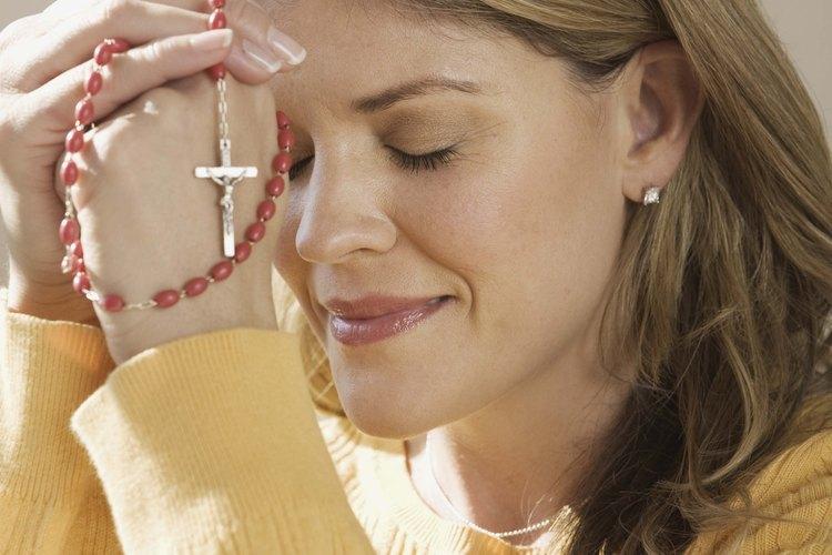 Una madre puede encontrar consuelo en estas oraciones en su momento de necesidad.