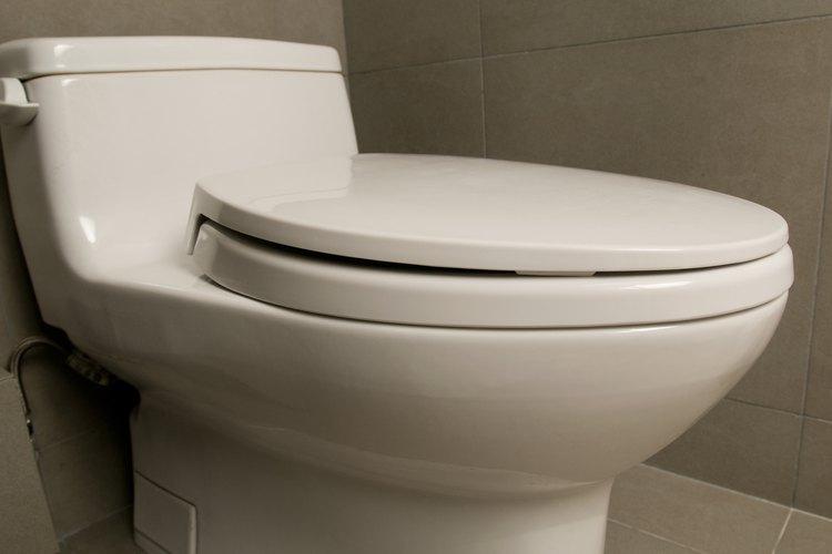 Un inodoro que pierde permanentemente desperdicia grandes cantidades de agua.