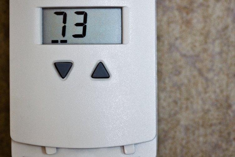 Revisar tu termostato requiere sólo de una pequeña cantidad de conocimiento.