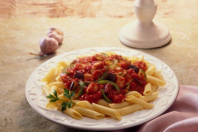 Las especias y hierbas son usadas en muchos platos italianos.