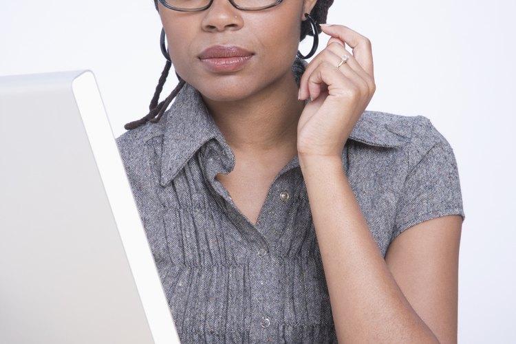 La recepcionista proporciona apoyo a muchos otros trabajadores en la empresa.