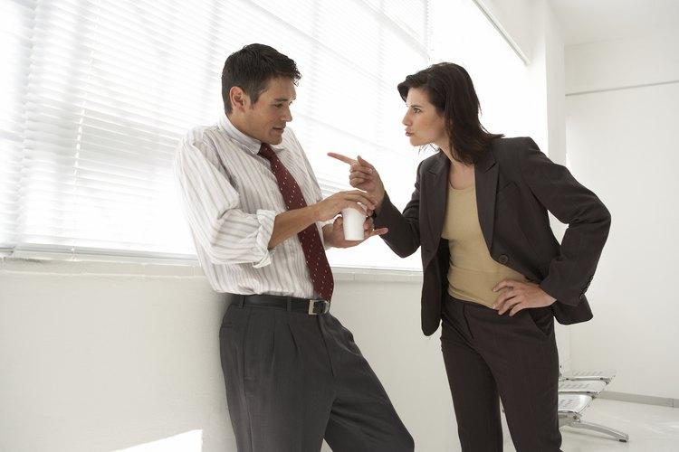 La comunicación defensiva puede llevar a malos entendidos.