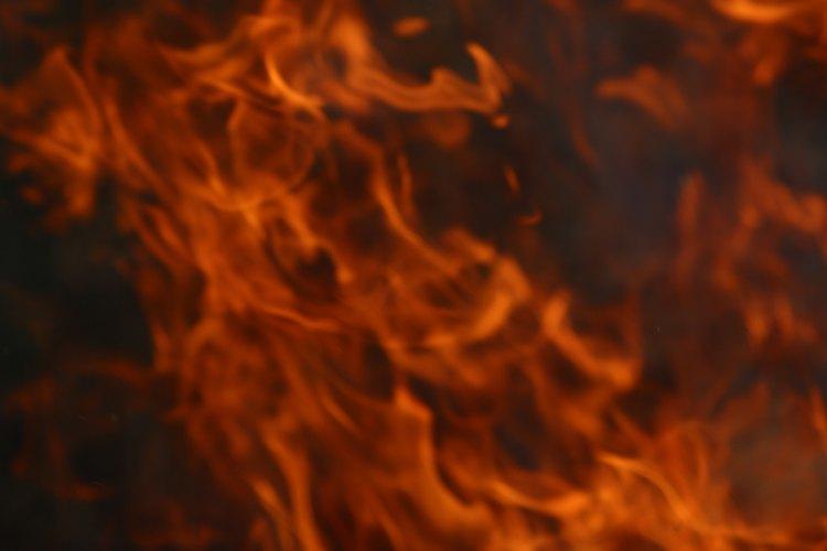 El combustible de campamento es un acelerador de fuego potencial para un incendiario.