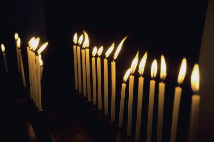 Las velas encendidas son un signo de fe sacramental en la Iglesia Católica.