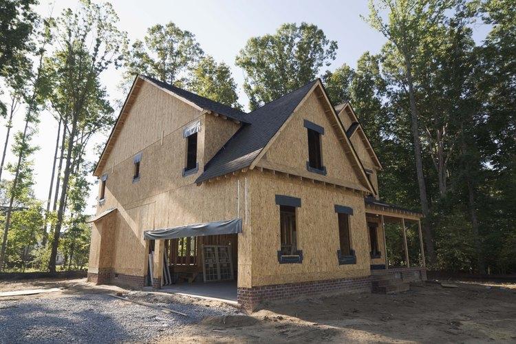 Existen docenas y docenas de pasos para construir una casa nueva.