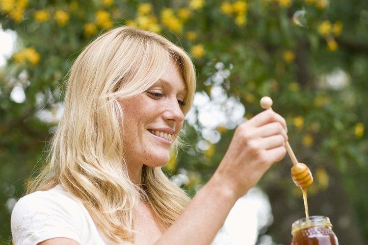 Puedes pasteurizar la miel para eliminar las bacterias.