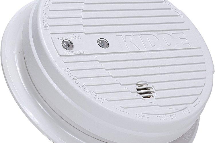 Instala detectores de humo y monóxido de carbono.