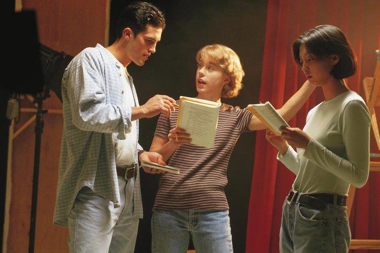 Por ejemplo, un actor puede hablar con gran carácter y emoción, pero quizás no sabe cómo proyectar la voz.