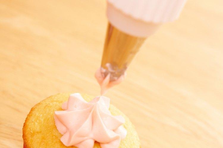 Mantén el glaseado de crema batida mullido con refrigeración.