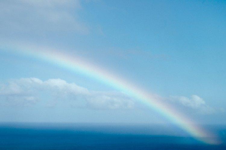 El arcoíris tiene siete colores.