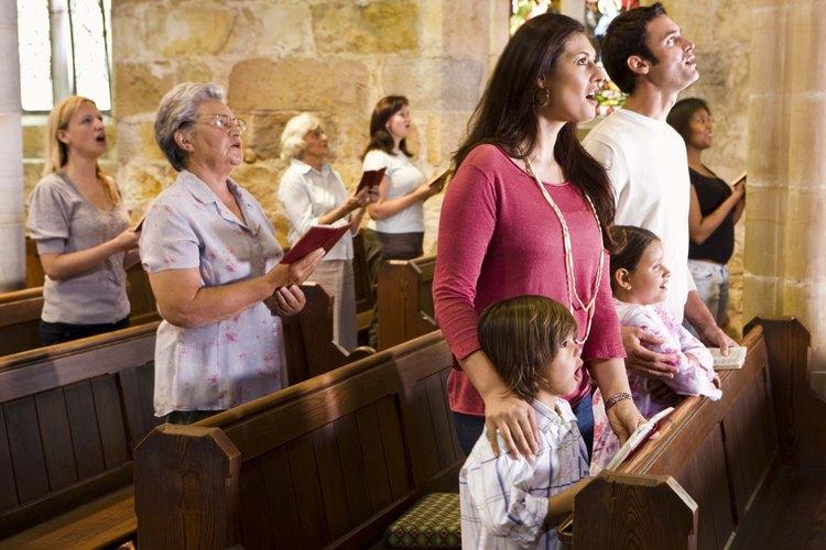 Vístete moderadamente cuando asistas a un bautismo.