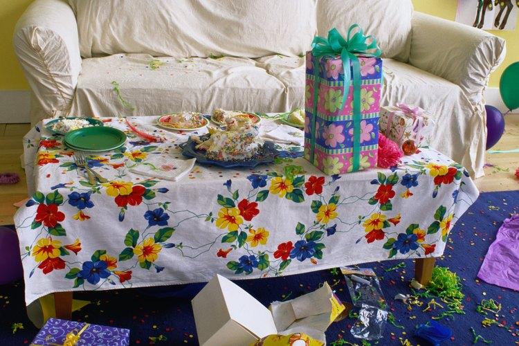 Usa una pancarta para decorar una fiesta de cumpleaños.