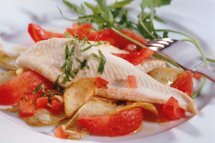 Hacer pescado al vapor proporcionará una entrada liviana saludable.