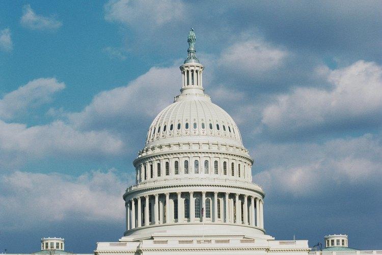 Muchas oportunidades de empleo están disponibles para las personas que quieren trabajar para agencias del gobierno.