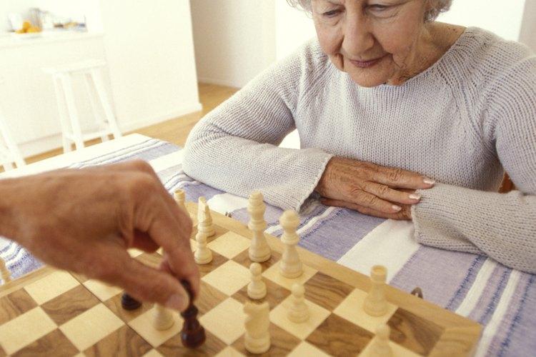 Parejas de todas las edades pueden disfrutar de juegos en la noche de la cita.