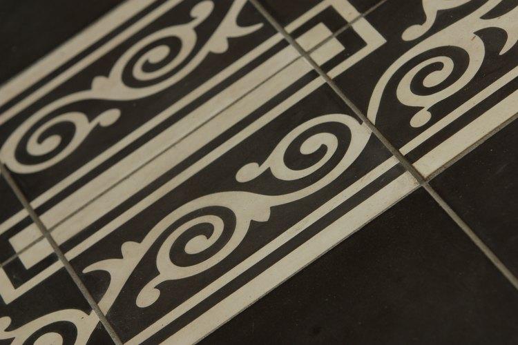 Coloca azulejos con mosaicos a tu elección en tu nueva mesada de la cocina.