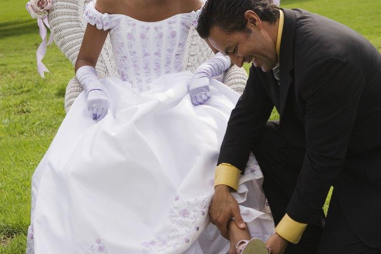 El cambio de zapatos planos por unos de tacón alto es una tradición en las fiestas de quince años.