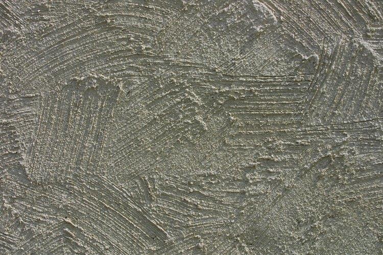 Crea una superficie dura que puede presentar acabados de texturas diferentes.