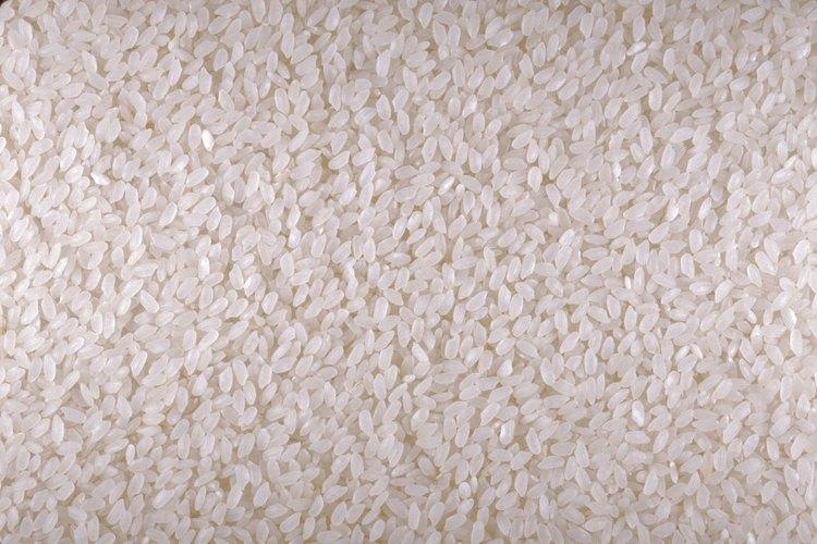 Tu hijo disfrutará hundir los dedos en el arroz.