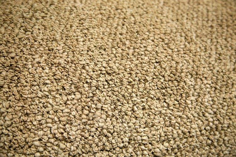 Pegar una alfombra al piso es fácil y rápido.