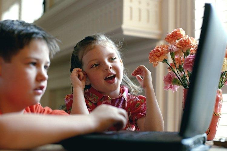 Dentro de las actividades de prevención del delito pueden incluirse actividades para que los niños aprendan que no pueden confiar en todas las personas que se presentan en Internet.