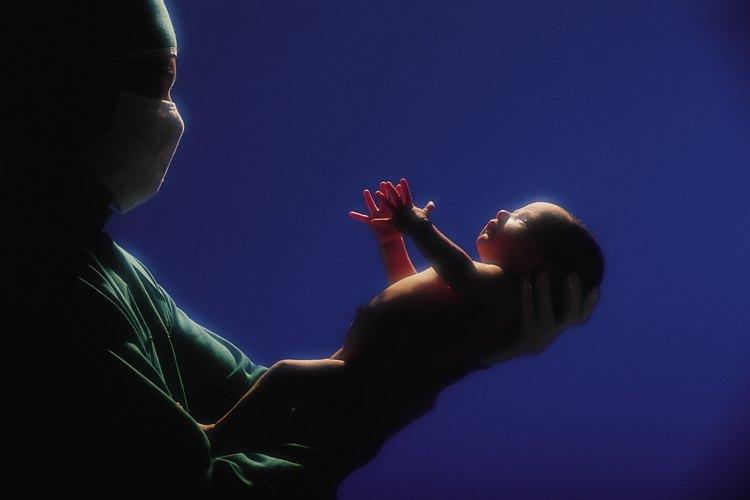 Los bebés suelen tener la primera respiración después del nacimiento.