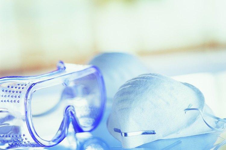 Ponte protección en los ojos cuando uses limpiadores químicos.