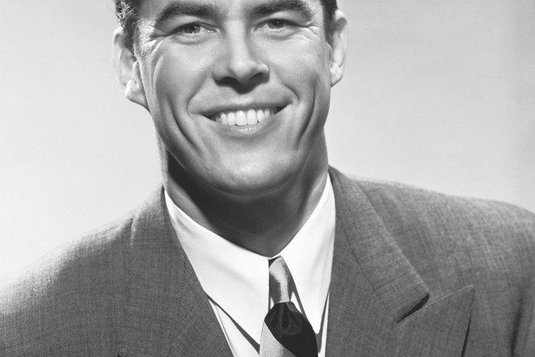 En la década de 1950, los hombres mayores lucían su pelo corto, prolijo y peinado.