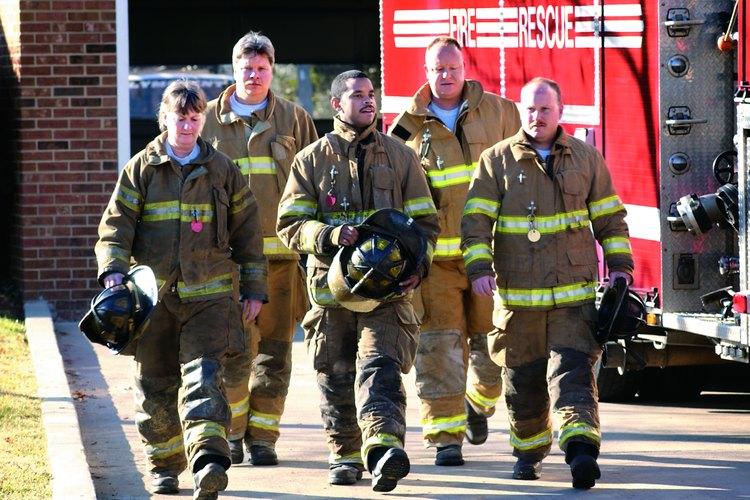 Las normas de la NFPA se extienden a todo, desde los códigos de construcción a equipos de protección de bombero.