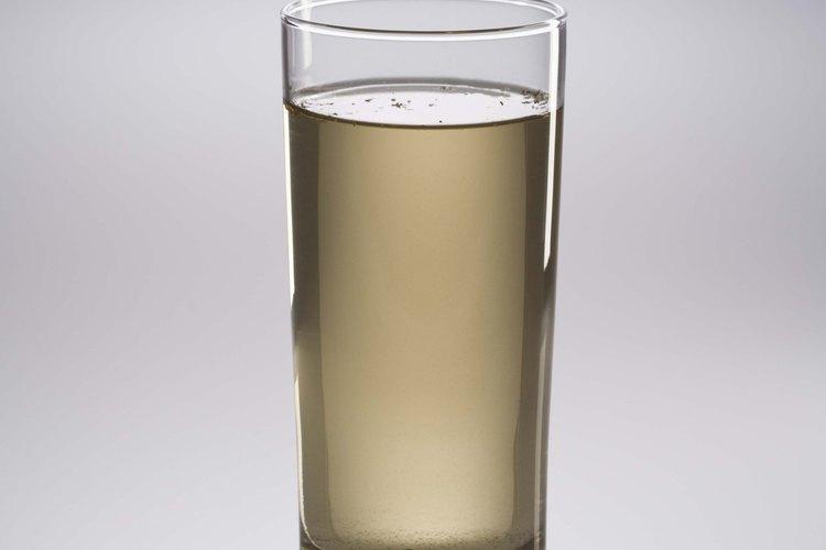 El agua turbia es un signo de partículas de arcilla coloidal en tu pozo.