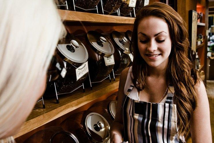 Los baristas son responsables de mantener un ambiente de trabajo limpio.