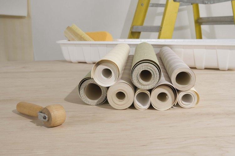 Ahorra dinero haciendo tu propio pegamento para papel tapiz.