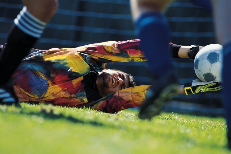 Los porteros mejor pagados son capaces de hacer paradas definitivas en un partido de fútbol.