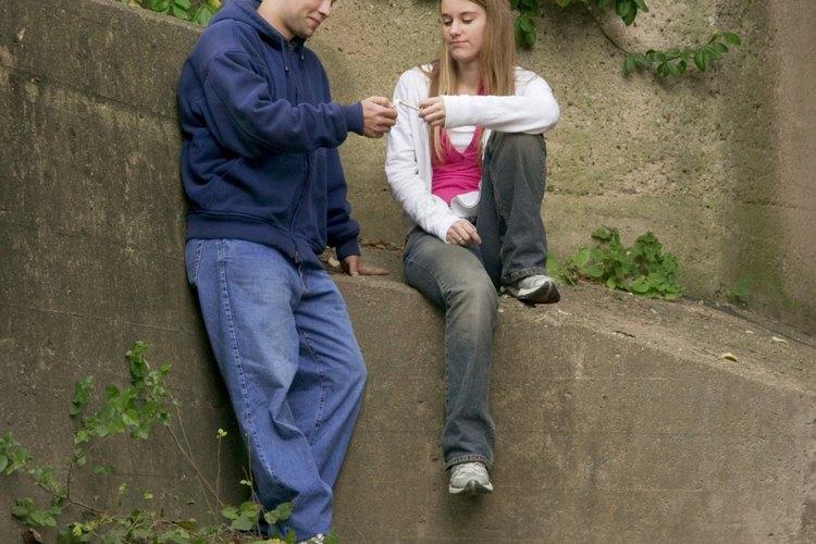 Usa el juego de roles para mostrarle a los adolescentes a evitar la presión social.