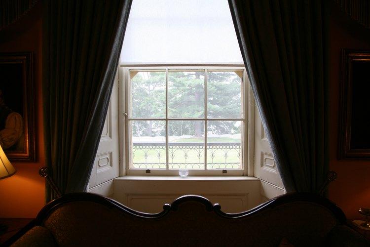 Las cortinas para oscurecer pueden bloquear el sol para aquellos que necesiten dormir durante el día.