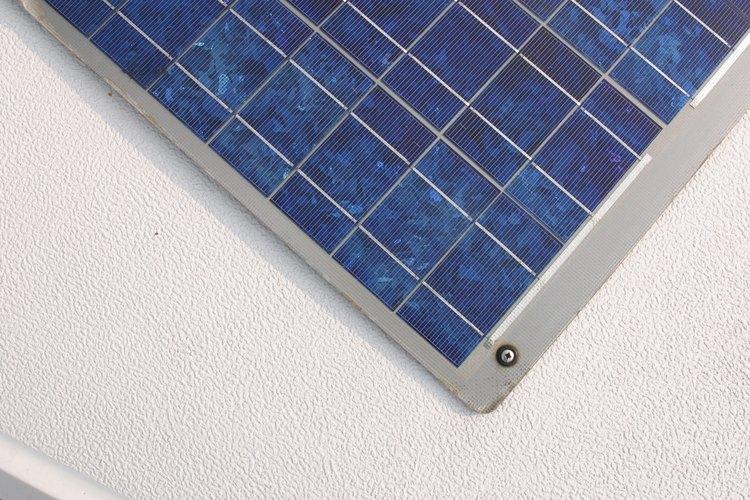Ten cuidado con los paneles de cristal más nuevos que presenten grietas o condensación bajo el cristal.