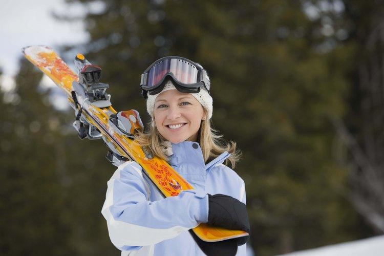 Usa ropa térmica debajo de tu equipo de esquiar para mantenerte extra caliente.