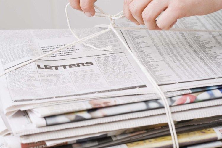 Los bloques de hielo envueltos en papel de diario demoran en derretirse.