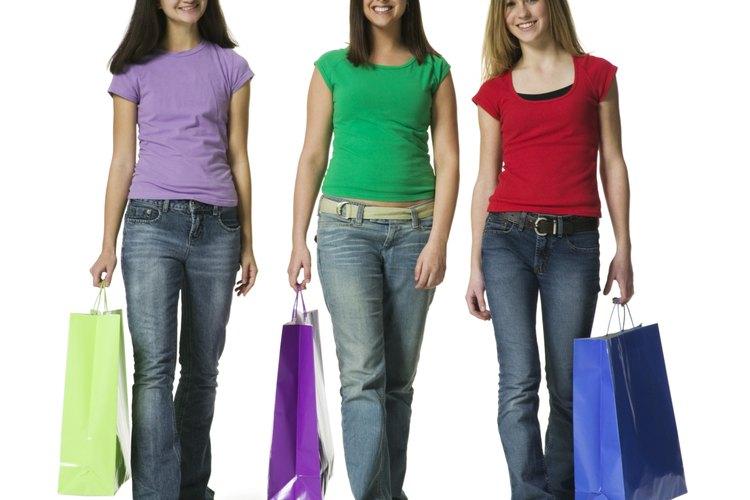 La presión de sus pares influencia a los adolescentes, y a los adultos, cuando se trata de compras.