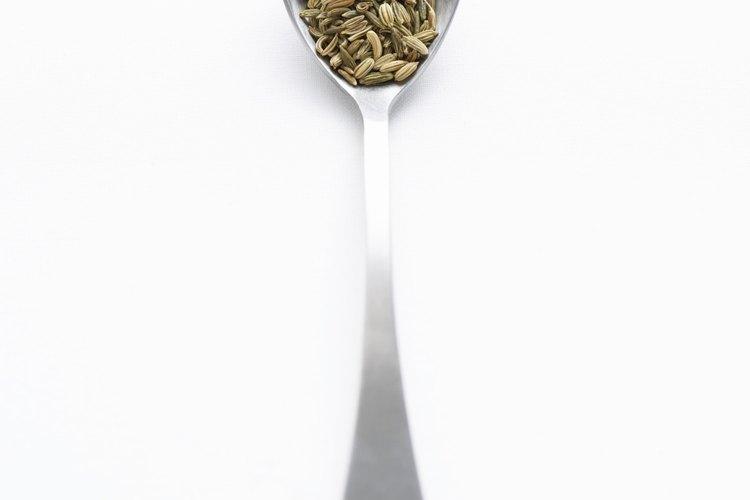 Aunque sean similares en apariencia, las semillas de anís y de hinojo tienen usos diferentes.