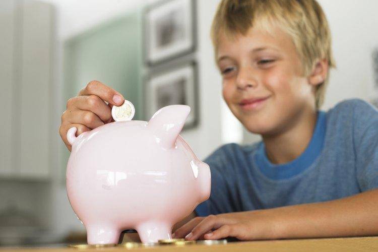 Cuando los niños empiezan a ganar dinero, también aprenden lecciones de vida sobre ahorrar e invertir.